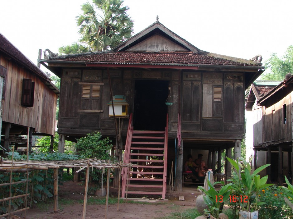 Khmer Empire Houses Helen Young 1994 · Khmer House