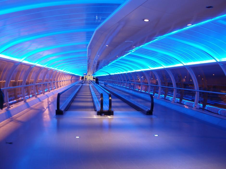airport_walkway-940x705